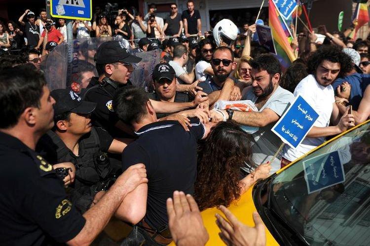 Turquie: une Gay Pride violemment réprimée à Istanbul - AFP