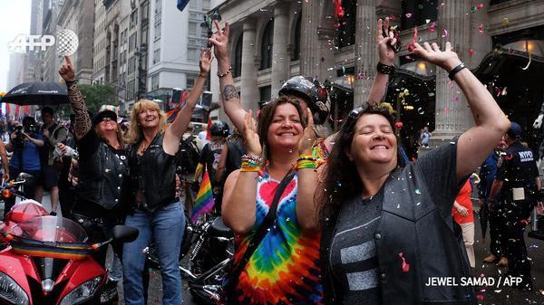 La Gay Pride de New York célèbre la légalisation du mariage homosexuel - AFP