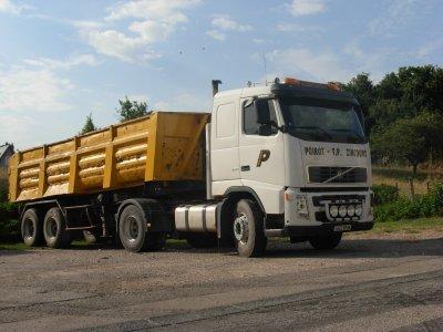 "tracteur Volvo 2 essieus de chez ""POIROT TP"""