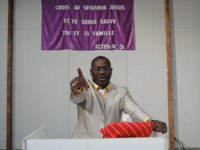 C'EST LE SEIGNEUR QUI SOUTIEND ET BENIS CES ENFANTS.