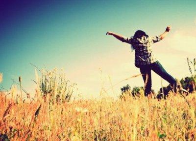 « Les souvenirs c'est bien joli, mais on ne peut ni les toucher, ni les sentir, ni les serrer contre soi. Ils ne collent jamais complètement au moment présent et s'effacent avec le temps.. »