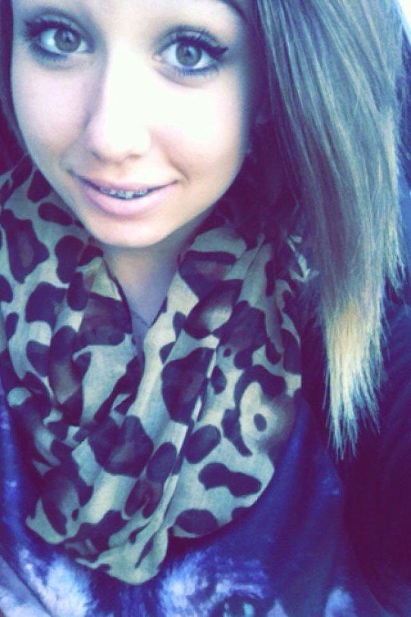 Souris, soit heureuse, rend heureux les gens qui t'aiment, et emmerde les gens qui te pourrissent la vie.