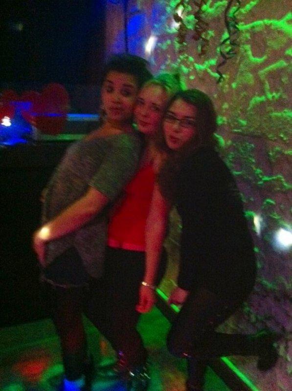 Photo de soiree habillage avant de sortir ou en plein dance floor :) :p