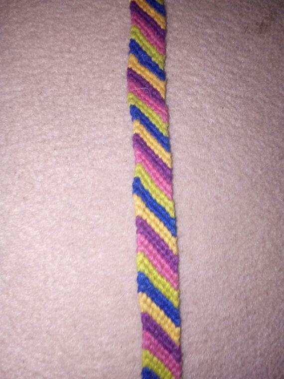 Voici un modele de bracelet bresilien que vous pouvez trouver sur ma page facebook et sur ma boutique il peut etre fait au couleur de votre choix