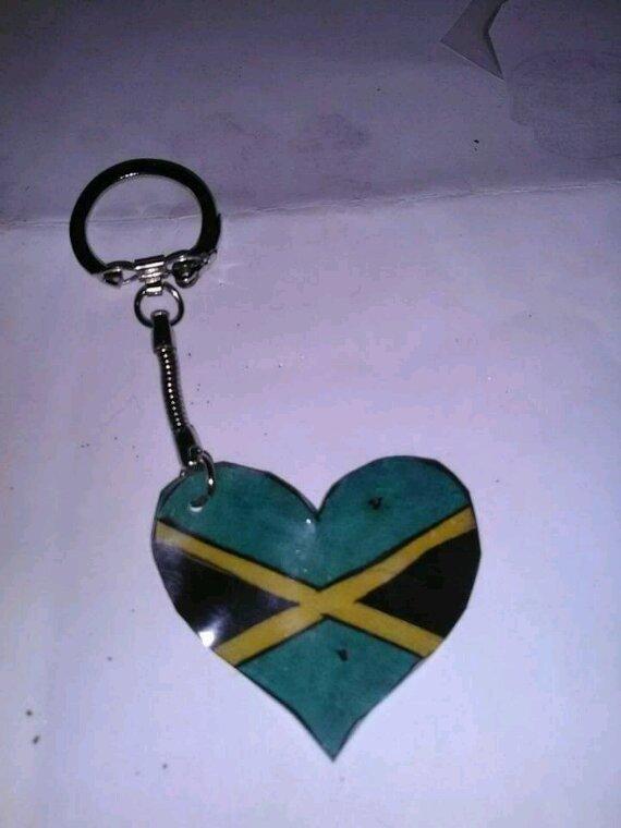 Petit porte clef coeur drapeau de la jamaique