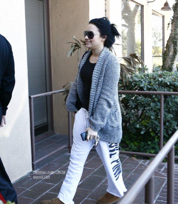 02 Février 2011: Candids Demi a Santa Monica, CA