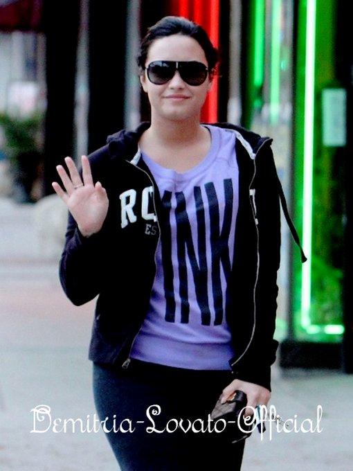 18 Avril 2011: Demi est de retour a Los Angeles