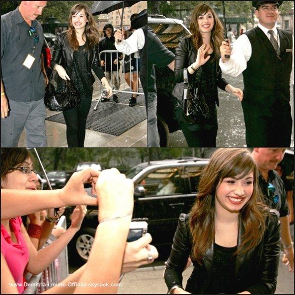 11 Août 2008: Candids; Demi Lovato ses rendu dans les studio de Good Morning America a Los Angeles, CA