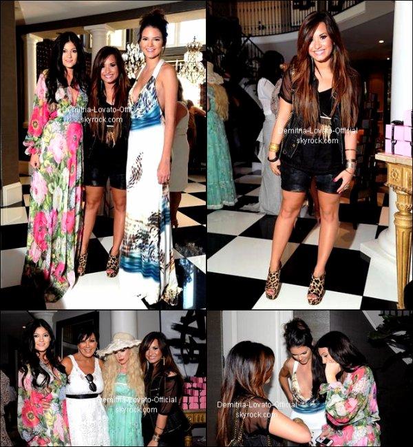 """03 Aout 2011: Candids : Demi était présente a la """"Bridal-Shower"""" de son amie Kim Kardashian qui ses dérouler  a Los Angeles,CA"""