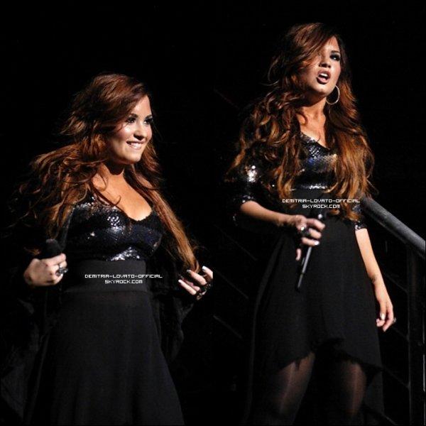 . 16.11.2011: Demi a donnée son premier concert de sa tournée au Fox Theater de Detroit,MI .