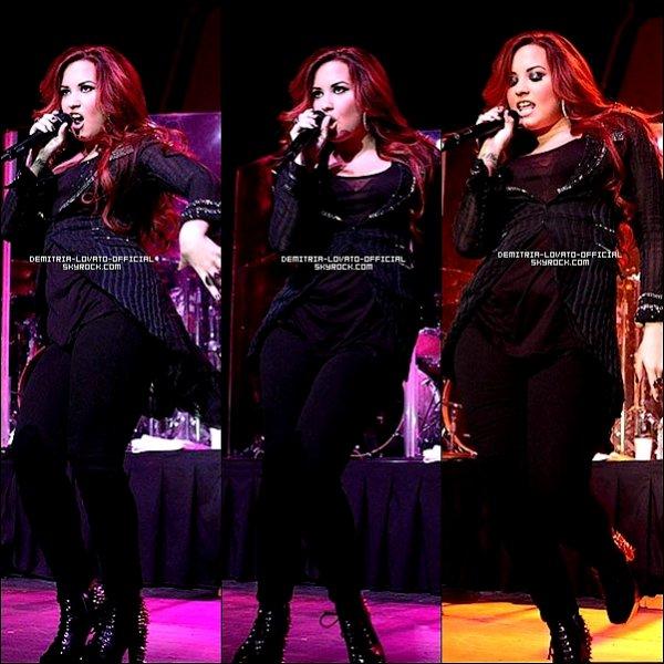 .05.12.2011: Demi a chantée au Radio Now 100.9 SantaSlam 2011 à Indianapolis Elle a partagée la scène avec son ex boy-friend Joe Jonas mais non fais aucun duo  .