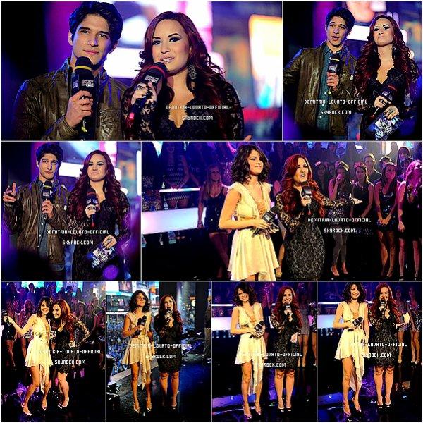 .31.12.2011: Demi a fétait le nouvelle ans avec Selena Gomez  à New-York .