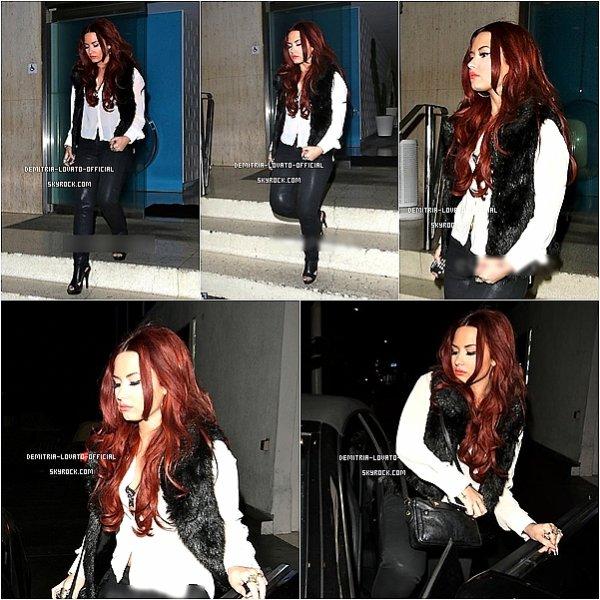 .15.01.2012 Demi a quitté l'Hotel Roosevelt après avoir fait photshoot avec Tyler Shields,CA  .