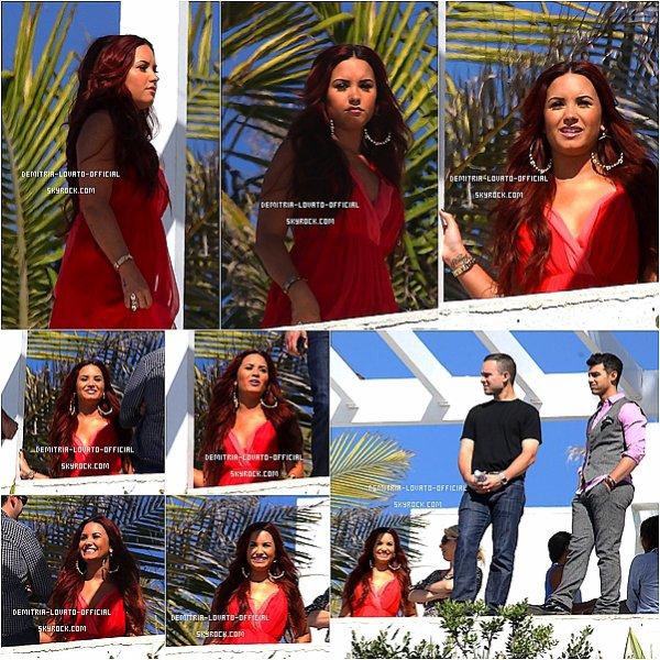 .  RATTRAPAGE DE NEWS DU 06/02 au 09/02    06.02.2012 Demi était au bord de la piscine a L'Hotel Sheraton de Santiago au Chili .