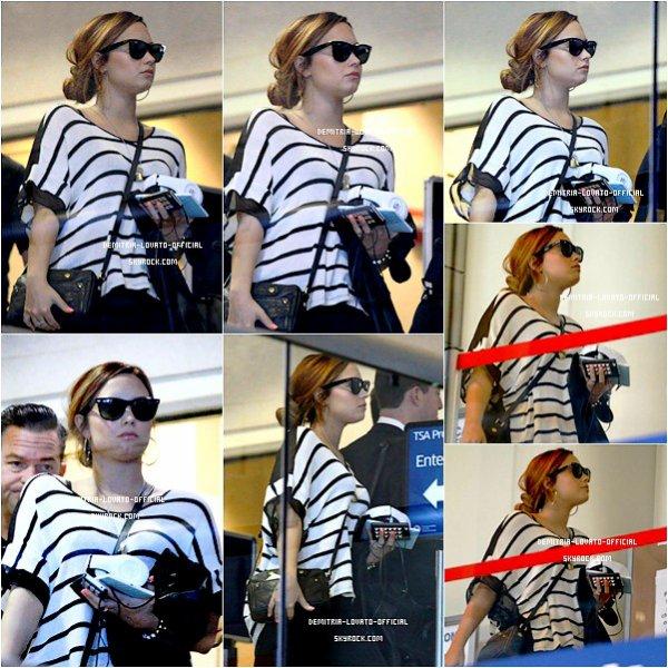.29.02.2012 Demi a pris l'avion de L'aéroport de  Los Angeles   a destination de Tampa en Floride  02.03.2012 Demi a participée au Festival Strawberry a Tampa en Floride .