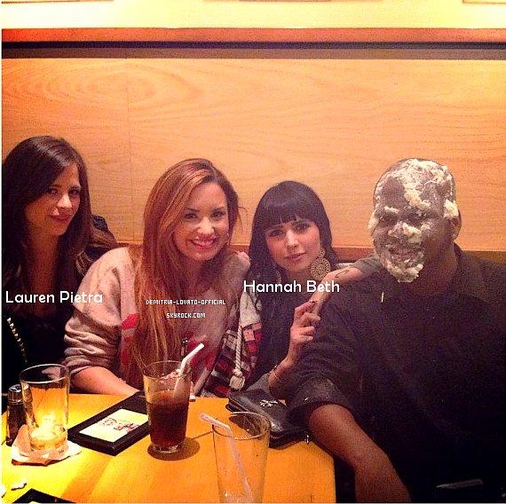 """-21.03.2012: Demi a déjeuner a la pizzeria """"Pizza Kitchen""""  avec ses amies a LA  Elle a poster une vidéo sur son compte officiel ou elle parle Give Your Heat A Break   +2 nouvelle chansons  de l'album """"Unbroken Deluxe Edition"""" sont disponible sur Itunes Japon -"""