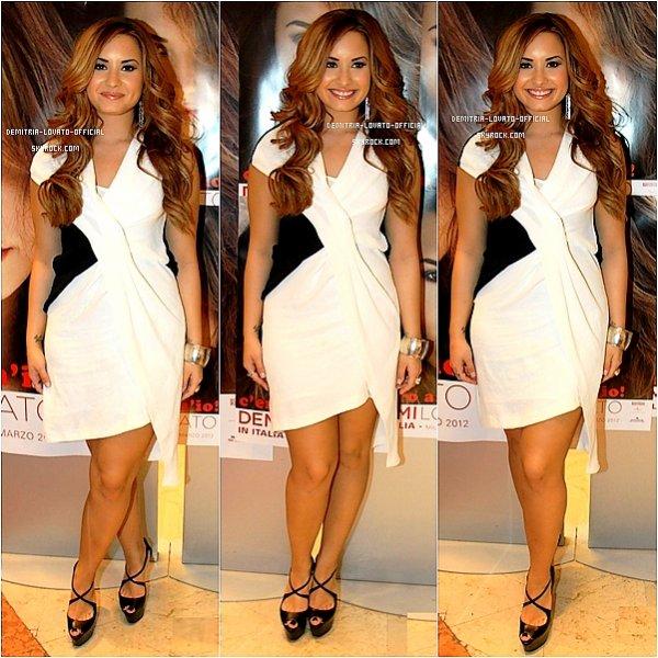 (31.03.2012 : Demi a participée a une séance de Dédicace a Milan en Italie  )