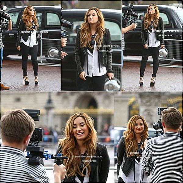 """-03.04.2012 : Demi s'est rendue a """"HMV Oxford Circus"""" pour dédicacer Unbroken  Londres -"""
