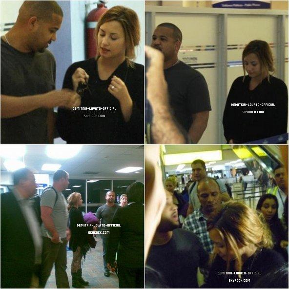"""-12.04.2012: Demetria Lovato a attérit a l'aéroport au Panama ( Amérique Central )  Demi a donc repris sa tournée """" A Special Night With Demi Lovato"""" pour l' Amérique du Sud  -"""