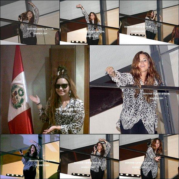-17.04.2012: Demi a poursuivie sa tournée par un concert a Lima, Perou--18.04.2012: Demi est arrivée avec les musiciens a l'aéroport de Rio de Janeiro au Brésil -