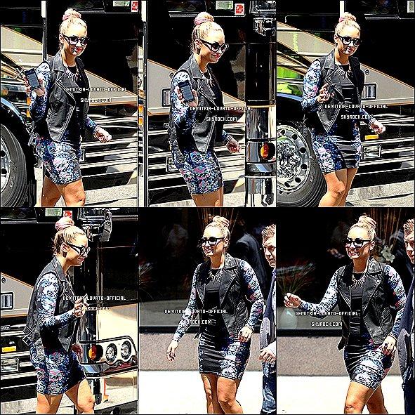 -27.06.2012: Demi & ses collégues ont continuer les audition d' X Factor a Providence,RI Les audition ont durée 3 jours ( du 17 au 29 Juin ) -