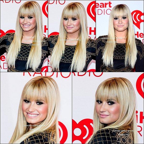 -21.09.2012  Demi & ses amies était au Festival de musique IHeart Radio à Las Vegas,NV -