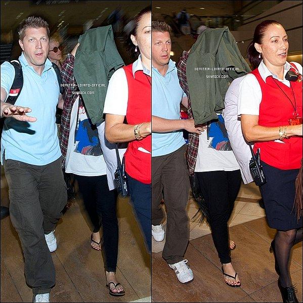-30.09.2012 Demi arrivant à Rio De Janeiro pour un concert au HSBC arena au Brésil -