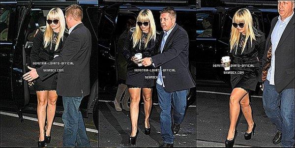 -11.10.2012 Demi Lovato arrivant au théâtre El Capitan  à New-York, NY  -