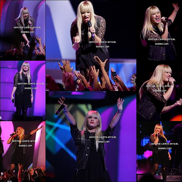 -18.10.2012 Demi a participait au Festival We Day 2012 à Vancouver,Canada -