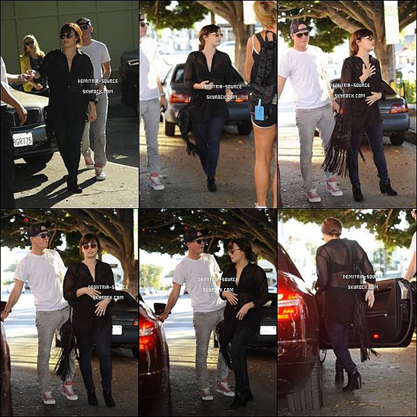 -04.11.2012 Demi a était vu sortant du Brentwood Coral Tree Cafe à Los Angeles, CA -
