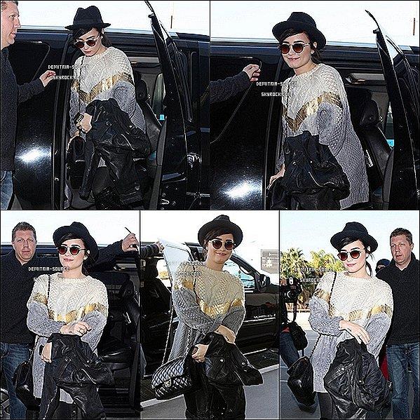 -05.12.12 Demi était sublime au 11 et 12 épisodes de x-Factor à,Los Angeles 06.12.12 Demi était a une soirée en l'honneur des demi-finalistes d'X-Factor à LA 07.12.12 Demi a était vue a l'aéroport de Los Angeles destination Washington DC 08.08.12 Demetria est allée rencontrée des enfants à l'Hôpital de Washington DC -