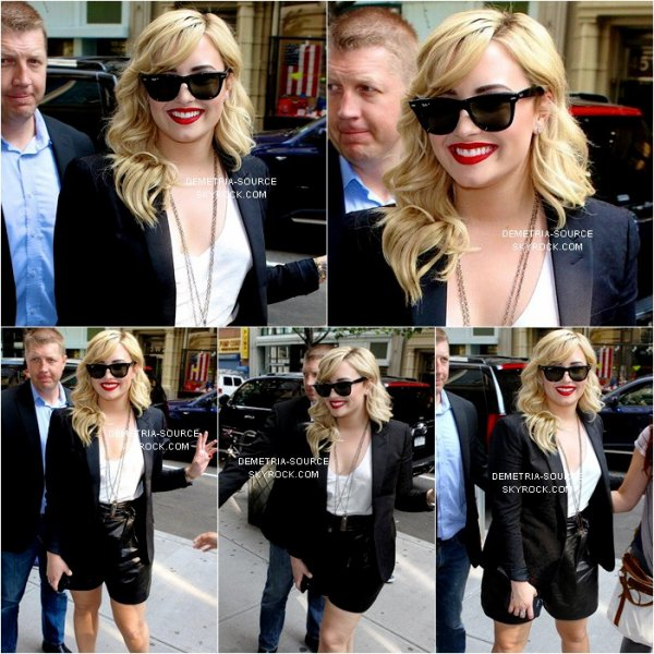 -26.06.2013 Demi Lovato a était vue a l'aéroport de Los angeles, destination New-York -