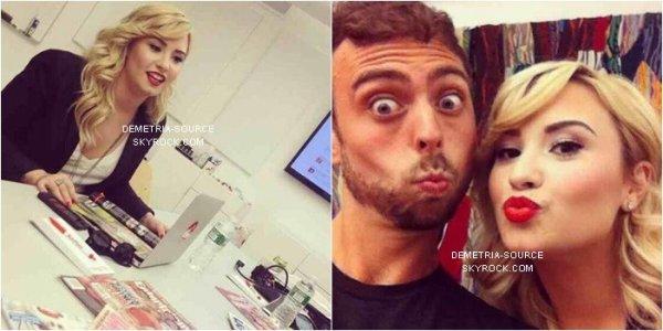 -26.06.2013 Demi Lovato a était vue a l'aéroport de Los angeles, destination New-York -