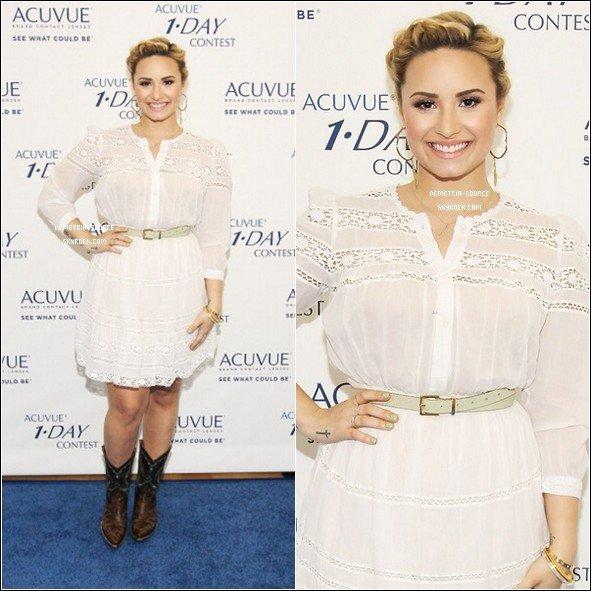 """-10.07.2013 Demi était a la conference de presse """" Acuvue 1-Day"""" avec Jessie a LA  -"""