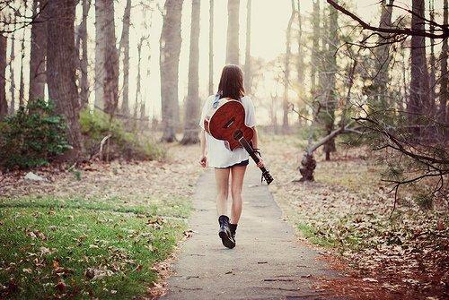 Marche droit devant toi. Ne te retourne pas.