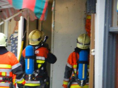 Nos Pompiers à l'oeuvre rue Haute, à côté du Wiels Renard