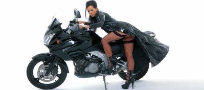Shooting avec la superbe moto de Laly's Angels