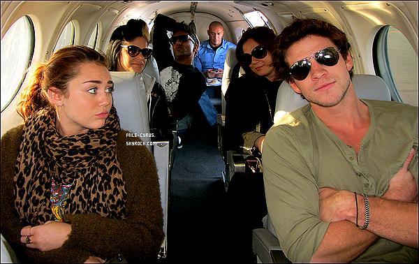 .  22JUIN2011__ Miley et ses proches ont prient un jet privé pour se rendre à Melbourne toujours en Australie.  .