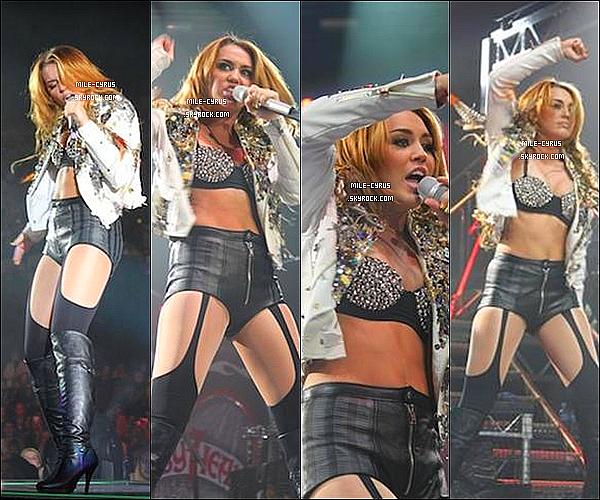 .  29JUIN2011__ Miley Ray Cyrus à donné une performance à Adelaide en Australie pour son Gypsy Heart Tour. Les photos sont de très mauvaises qualité, et je m'en excuse sinon tu aurait aimé y être à ce concert de Mile ? Moi personnellement oui.