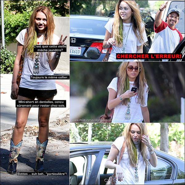 .   DIM. 10 OCTOBRE : Miley et son look particulier se rendant chez une amie pour la journée dans sa rue.   .