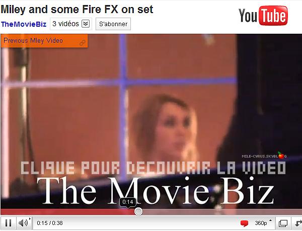 . . Découvrez une vidéo où l'on voit le cast de « So Undercover » tournant une scène!  . .