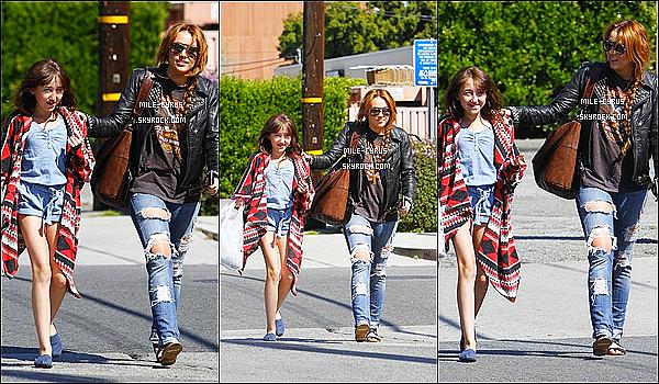 -  11/04/11:M Cyrus à été aperçue avec Noah allant au restaurant « Sharky's » à Los Angeles. -