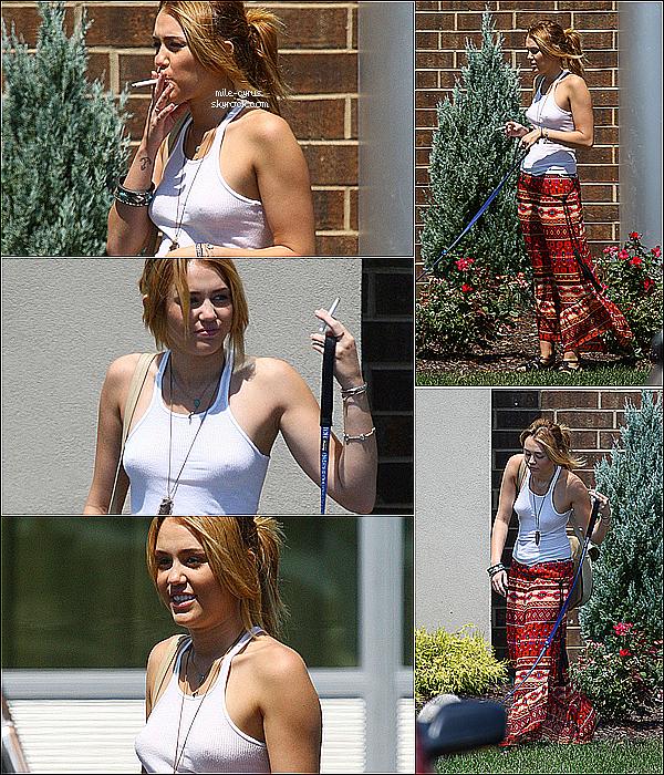 .  SCANDALE - SCANDALE - SCANDALE - SCANDALE - SCANDALE - SCANDALE - SCANDALE. .   Le 31 juillet 2011 : Miley se rendant à la plage de Orchard Lake au Michigan.. avec une CIGARETTE. Du calme : Je crois qu'une mise au point s'impose. Oui, c'est vrai, Miley a été photographié avec une cigarette devant les paparazzis en faisant un grand sourire comme en signe de victoire. Et oui, c'est vrai je cite que dans son livre ''Miles To Go'' qui raconte sa vie, elle disait ''ne jamais fumer pour elle et son corps''. Moi personnellement ce n'est pas la cigarette qui me choque mais c'est que.. en quelques sortes, quand Miley était à Disney, elle s'est moqué de nous..? En étant hypocrite et en racontant que des sottises? Aurait-elle inventé tout son livre (l'histoire des pompomgirls qui avait déjà procuré des doutes..). Malgré le fait qu'elle ne veut pas être prise pour modèle (et j'espère qu'elle ne le sera pas parce que fumer est mauvais pour la santé) ce qui est compréhensible mais c'est le fait que depuis qu'elle a quitté Disney, j'ai l'impression qu'elle a légèrement oublié ses fans! Oui nous qui l'a soutenons à chaque reprise en nous disant à chaque ''scandale'' ; ''c'est pas grave elle vit sa vie!'' Mais quand elle a besoin de nous pour payer les places de concerts, on est bien présent. Mais je resterais toujours fan de Miley malgré ses actes bien évidemment, c'est juste le fait que chacun de ses mots soit calculé, précis pour nous manipuler m'énerve légèrement. Mais je ne critique absolument pas la star, ceci est juste mon propre avis. J'aimerais Miley et continuerais ce blog toujours!  .  Et toi tu en penses quoi de cette histoire de scandale-cigarette?  .