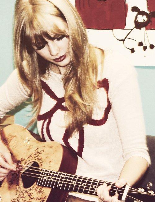 FLASHBACK - Le 02 Décembre 2011 Taylor quittait un restaurant de New York et a rendu visite à des enfants à l'hôpital.