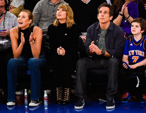 29 Octobre au soir : à un match de basket à New York, assise entre son amie Karlie Kloss et l'acteur Ben Stiller
