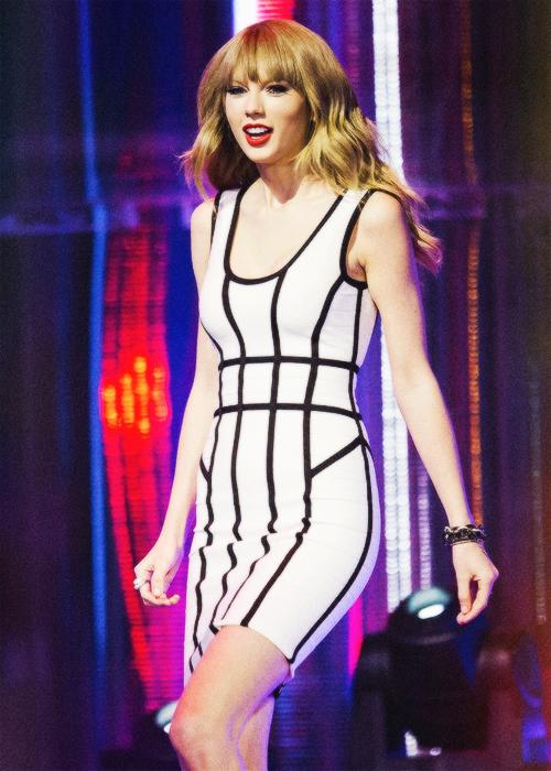Le 16 Juin Taylor était aux MuchMusic Video Awards à Toronto au Canada. Elle a gagné l'award d'Artiste Internationale Préférée. Congrats !