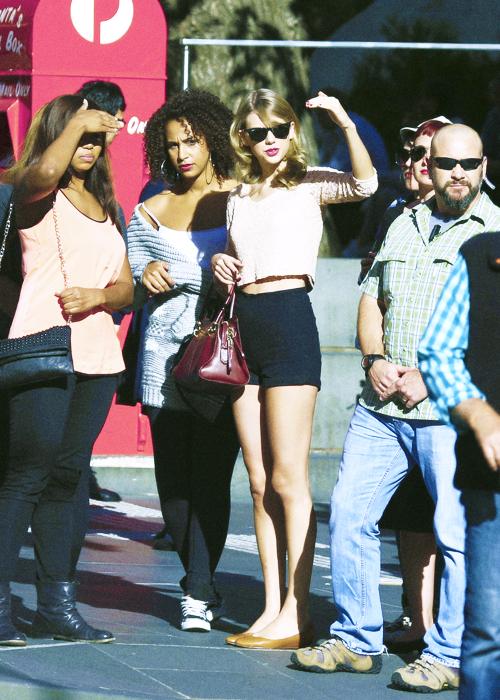 09 Décembre : Taylor et quelques membres du Red Tour ont profité du beau temps sur une plage de Perth en Australie !