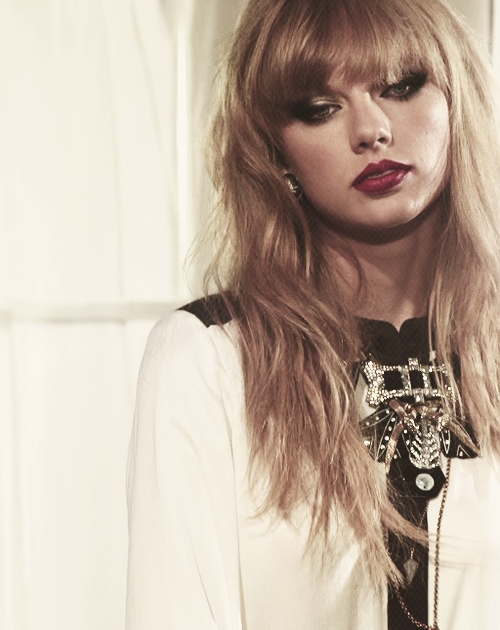"Photoshoot ""8 hours with Taylor Swift"""