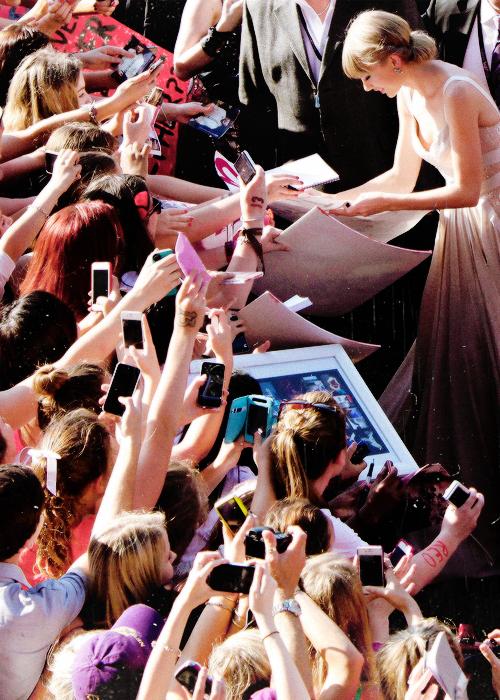 Le 29 Novembre 2012, c'était la 26ème cérémonie des ARIA Awards, à Sydney ! Taylor n'a rien remporté, mais a chanté I Knew You Were Trouble. Gros Top :D