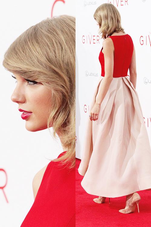11 Août : Taylor était présente avec tout le cast à la première du film The Giver, à New York
